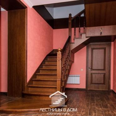 Металлическая лестница с отделкой из дуба г. Железнодорожный
