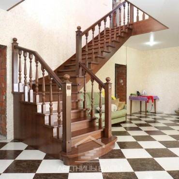 Дубовая г-образная лестница в классическом стиле г. Ногинск