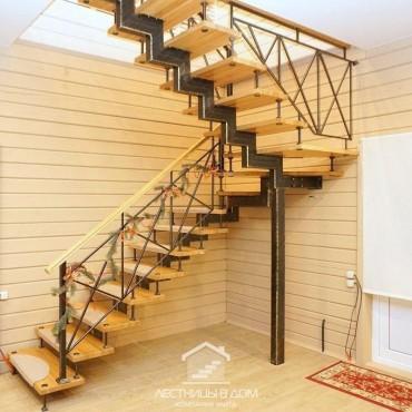 Больцевая лестница на центральном металлическом косоуре, г. Щелково