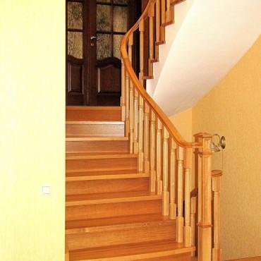 Обшивка лестницы на бетонном основании дубом, г.Ногинск